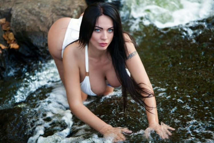 Escort girls in Dubai type of much less is to relinquish